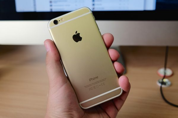 The Apple iPhone 6 has proved to be a money spinner for Apple. (Image: Kārlis Dambrāns/flickr)
