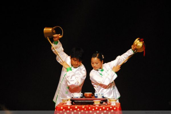 Tea performance in Sichuan, China. (Image: Secret China)