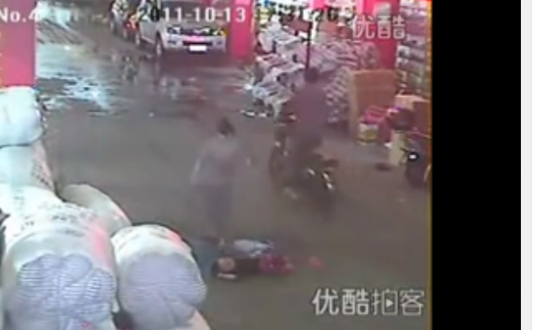 Chinese toddler left for dead after a double hit-and-run. 18 people walk by until someone finally helps. (Image: Screenshot/ YouTube)