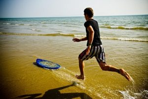 Skim boarding: playing in the sun (Image:JohnGoode/flickr)