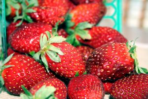Strawberries contain acid which helps to whiten your teeth (Image:jimw/flickr)