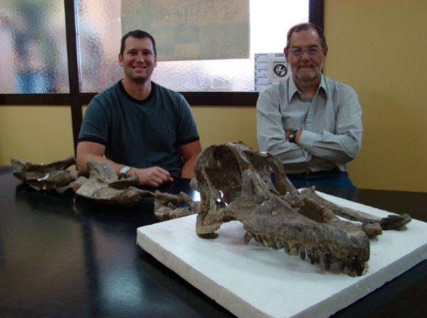 Martinez & Lamanna with the Sarmientosaurus skull. (Image: Courtesy of Matt Lamanna)
