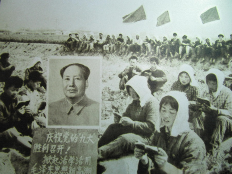 Commune workers read Mao's Little Red Book in this staged photo taken sometime during China's Cultural Revolution. (Image: IvanWalsh.com via flickr / CC BY 2.0 )