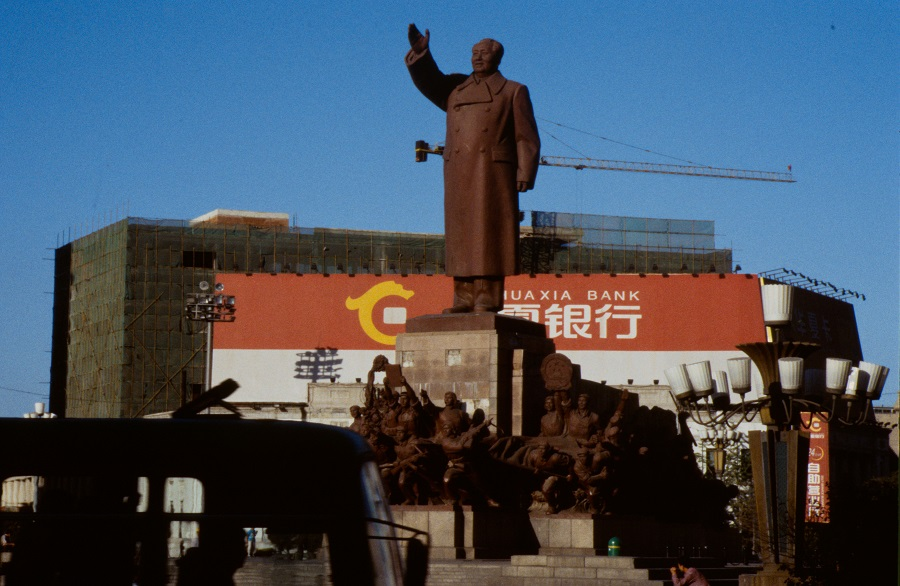 The 60 foot tall statue of Chairman Mao Zedong in Zhongshan Square, Shenyang. (Image: Wikipedia Commons)
