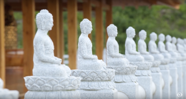 Chinese history is filled with hundreds of deities, taoist immortals and Buddhas who play different roles in China's colorful history. These ancient stories are revived in Shen Yun. (Image: Shen Yun Official Account via YouTube/Screenshot)