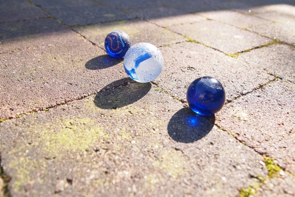 When I was young, my friends and I had many simple toys such as marbles, little bags of rice, and rubber band ropes. (Image: pixabay / CC0 1.0)