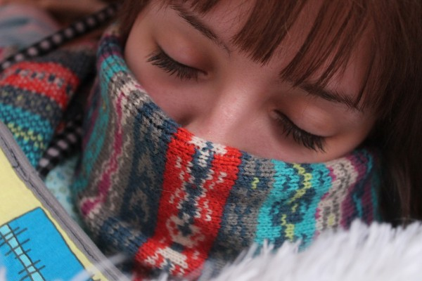A large winter scarf is your number one defense against a winter cold. (Image: pixabay / CC0 1.0)