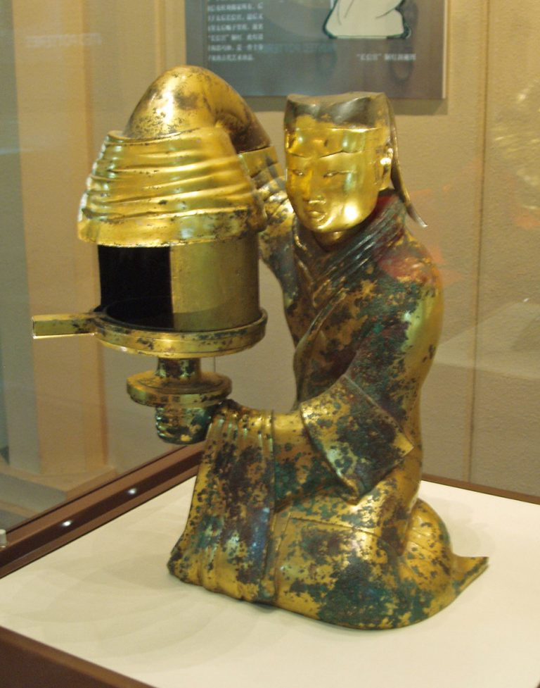 A gilded bronze oil lamp in the shape of a kneeling female servant, dated 2nd century BC, found in the tomb of Dou Wan, wife of the Han prince Liu Sheng during the Han Dynasty. (Image: Refrain via Wikimedia / CC BY 1.0 )