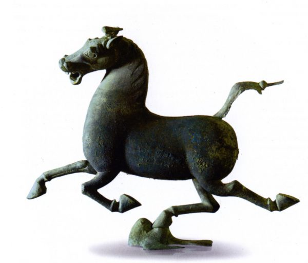 Flying horse in bronze from the Han Dynasty. Displayed at the Gansu Provincial Museum. (Image: wikimedia / CC0 1.0)