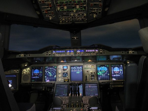 In the pilot's cockpit, air-traffic controllers find better communication with global high-speed satellite-based networks like Inmarsat's GX Aviation. (Image: pixabay / CC0 1.0)