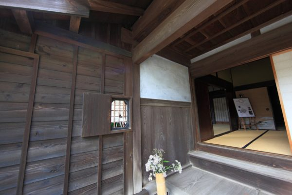 """The entryway or """"genkan"""" of a house in Japan is about a foot lower than the rest of the house and shoes are usually taken off in this area. (Image: TANAKA Juuyoh via flickr / CC BY 2.0 )"""