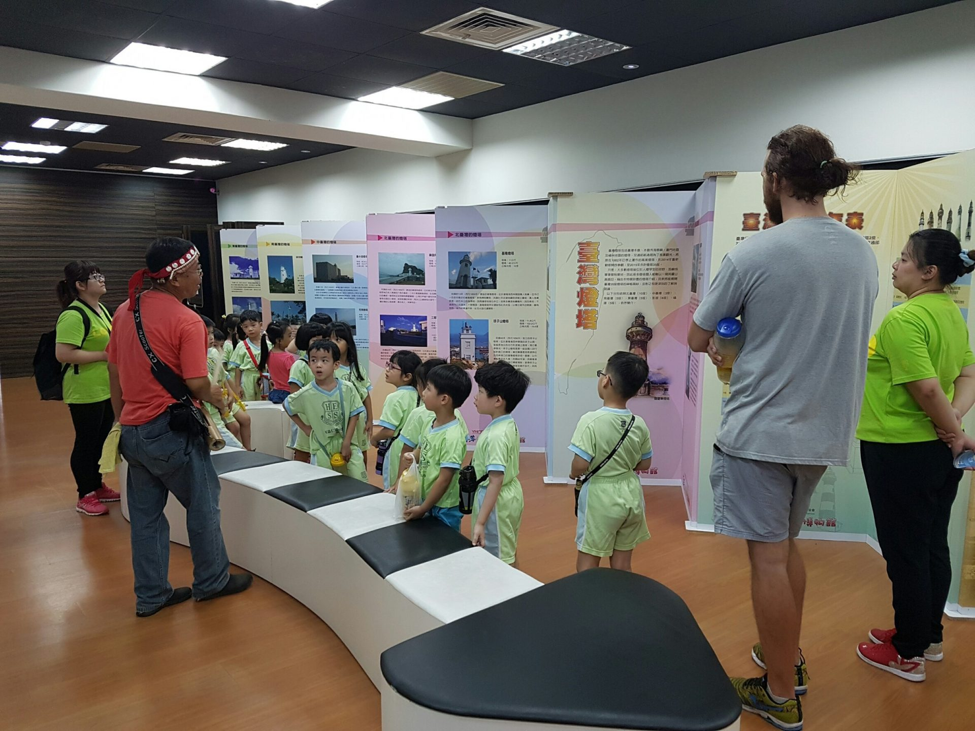 """Yang Ming Oceanic Culture and Art Museum is sponsored by the Yang Ming Cultural Foundation to conduct a cultural activity dubbed """"Museum-on-the-Go"""" to display the beautiful photos of Taiwan lighthouses in various places across Taiwan. (Image: Courtesy of Yang Ming Oceanic Culture and Art Museum)"""