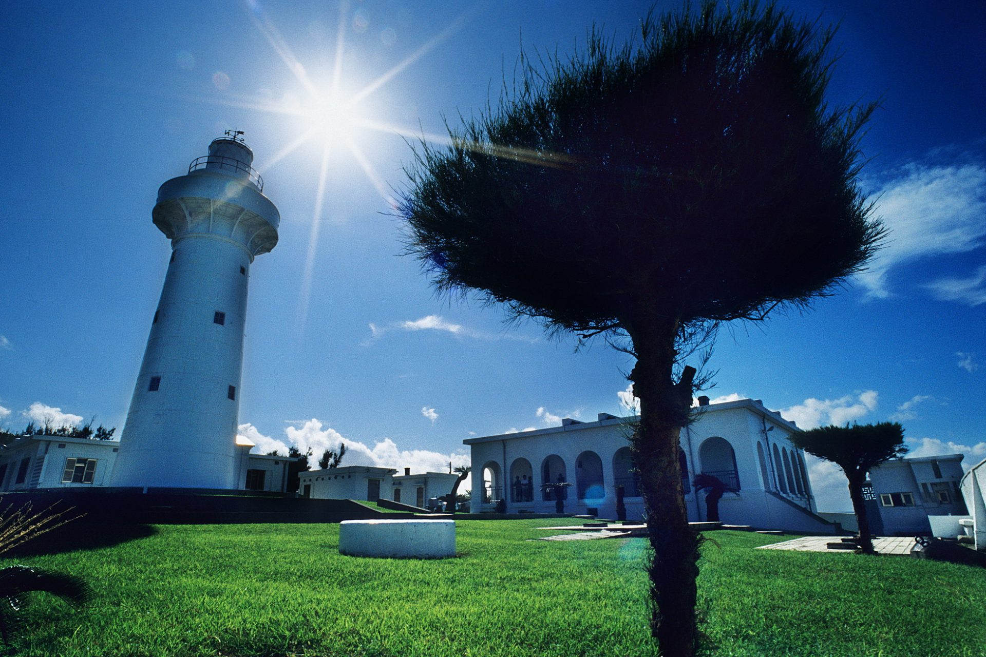 """Eluanbi Lighthouse (鵝鑾鼻燈塔) has a splendid panorama, and is called """"The Light of East Asia."""" (Image: Courtesy of Yang Ming Oceanic Culture and Art Museum)"""
