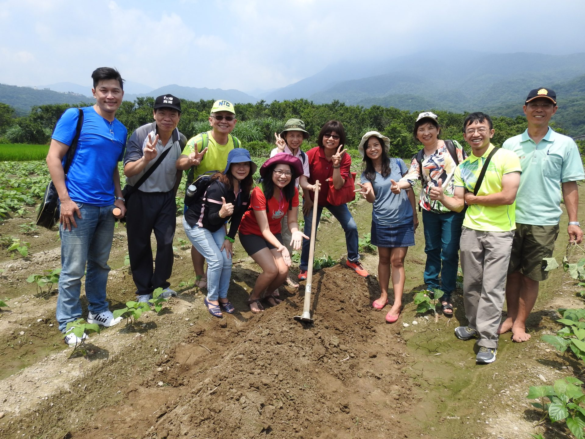 Participants are very happy throughout the Toastmasters outing at a field of sweet potatoes. (Image: Billy Shyu)