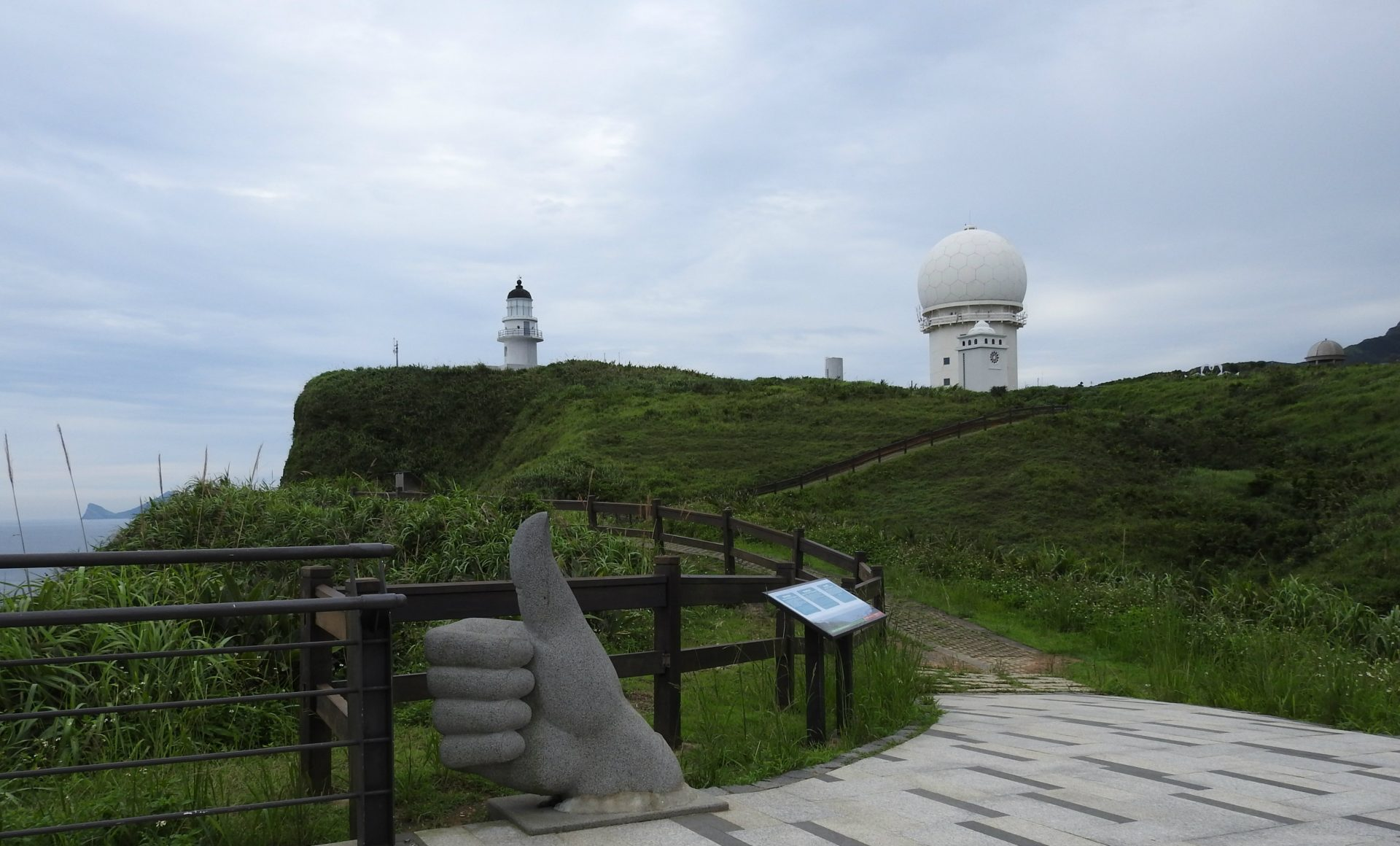 Situated on the northeastern tip of Taiwan, Sandiao Cape Lighthouse (三貂角燈塔) is an ideal place to take in the picturesque scenery of Taiwan's northeastern coastline. (Image: Billy Shyu/ Vision Times)