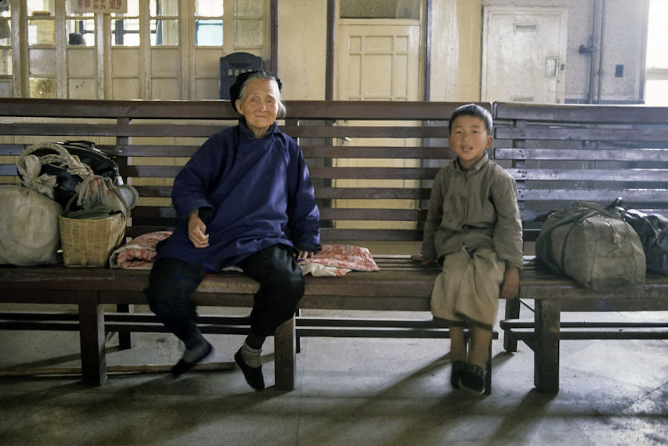 Jinan Station Waiting Room, Jinan, 1984 (Photographer: Alex NG)