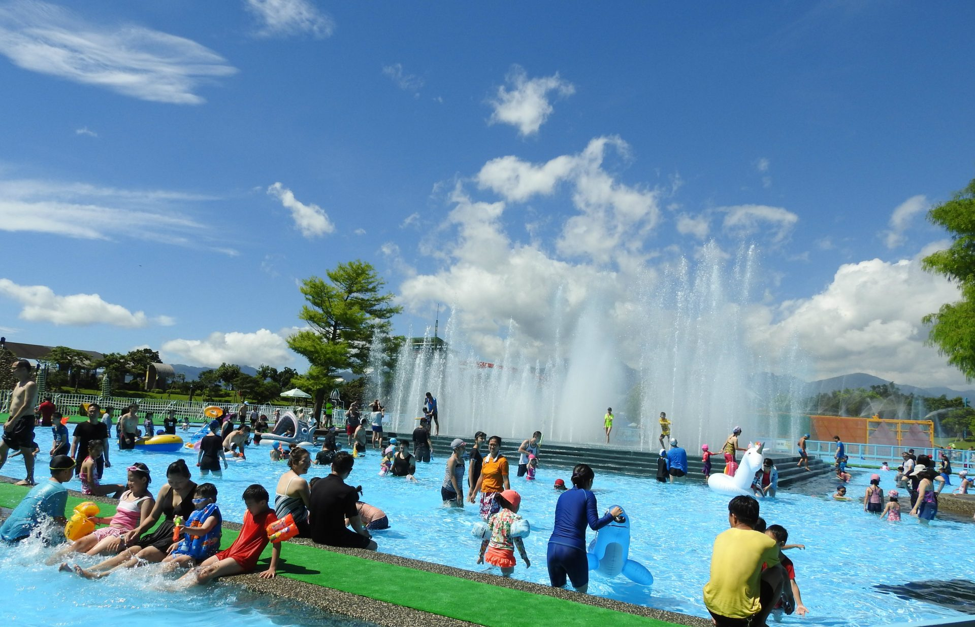 Kids are enjoying in the exciting water park at the Yilan International Children's Folklore and Folkgame Festival. (Image: Billy Shyu/ Vision Times)