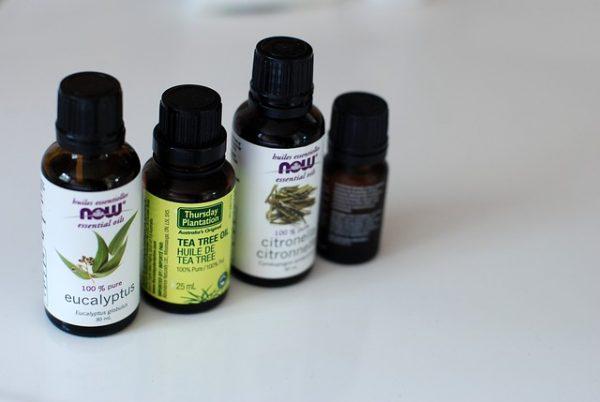 https://pixabay.com/en/essential-oils-bottle-aromatherapy-768949/