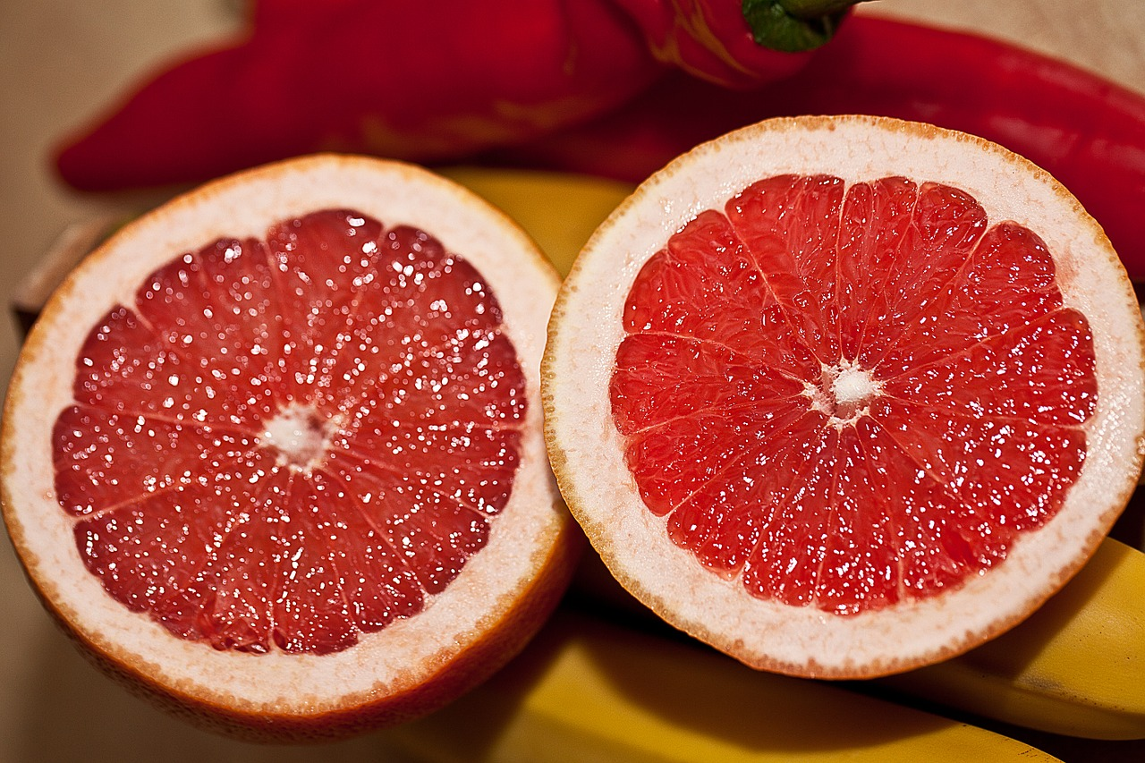 White grapefruit contains a high amount of this flavonoid, though pink grapefruit has some too along with the antioxidant lycopene. (Image: pixabay / CC0 1.0)