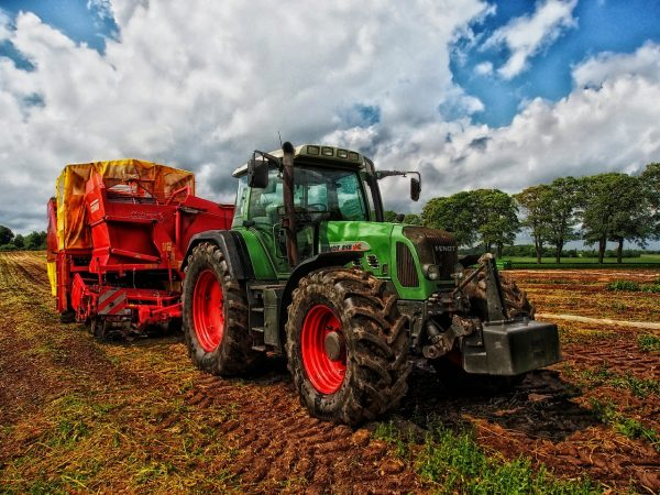 Agricultural engineering is concerned with ways to make farm equipment more efficient and effective. (Image: pixabay / CC0 1.0)