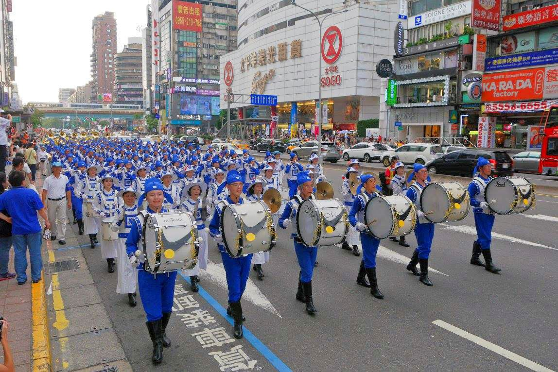 Falun Dafa's Tian Guo Marching Band participating in the warm-up parade of the 2017 Summer Universiade in Taipei (Image: Minghui.net)