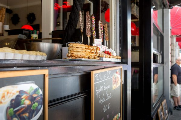 One thing Belgium is known for are it's mussels and waffles. Most Eateries will sell a variety of both. (Photo: Hermann Rohr for the Vision Times)