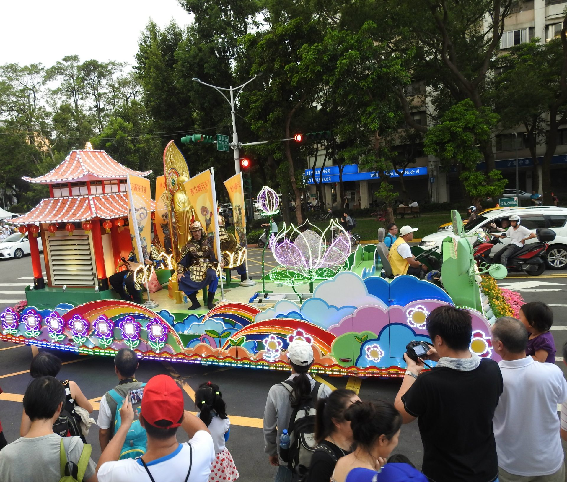 A float provided a civic association at the grand parade promoting the 2017 Summer Universiade in Taiwan (Image: Billy Shyu)