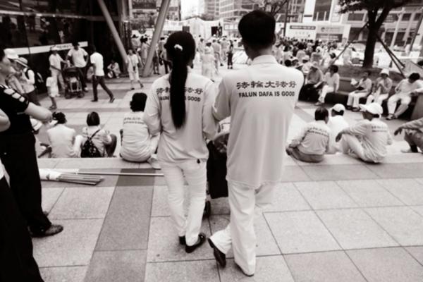 Chengnu and her husband Byungho Kwak re-united. (Image via Jarrod Hall Vimeo/Screenshot)
