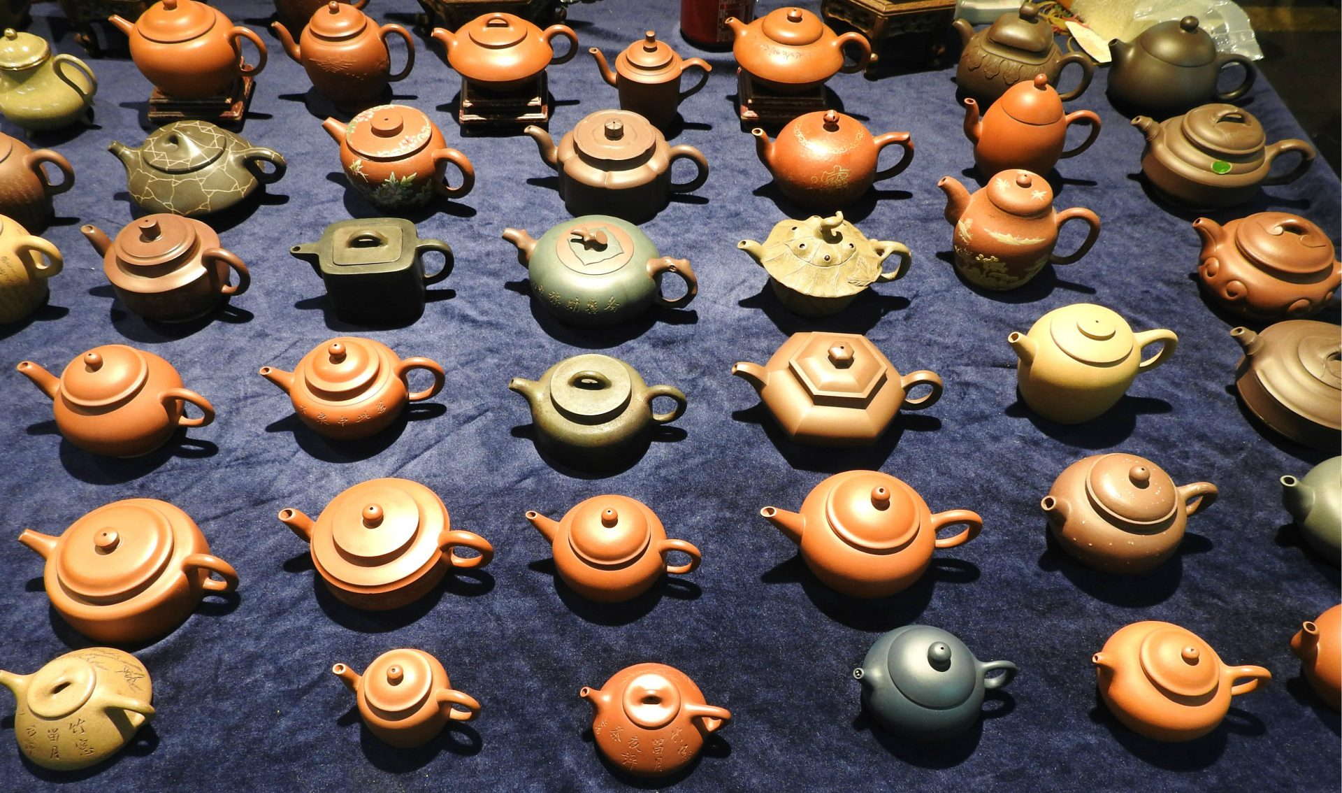 A variety of teapots can also be found at Taipei Jianguo Holiday Jade Market. (Image: Billy Shyu/ Vision Times)