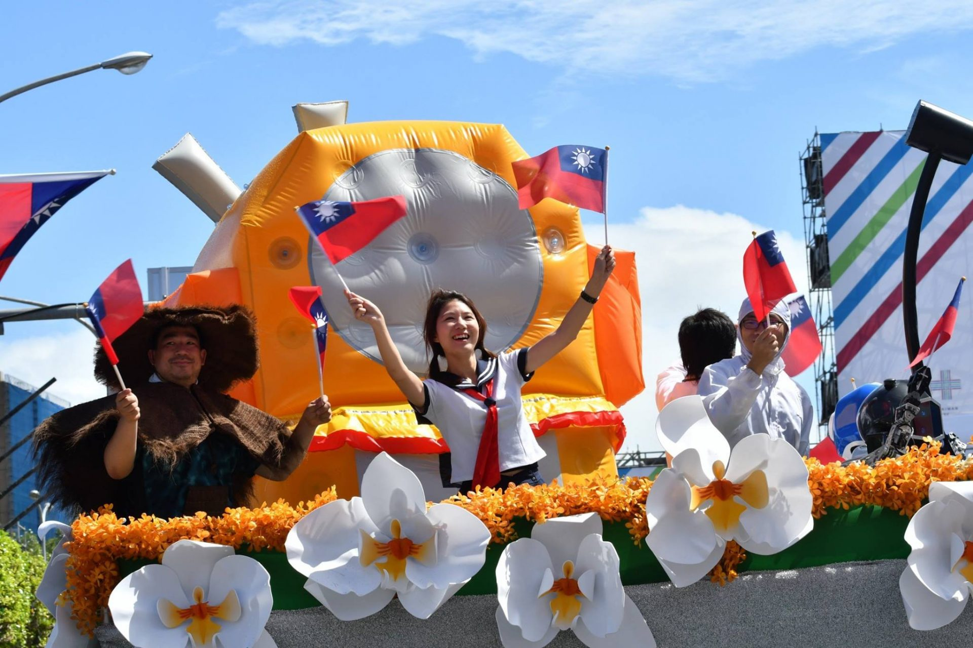 A performance at the plaza in front of Taiwan Presidential Office Building to mark the Double Tenth National Day (Image: 2017 2017 National Day Preparatory Committee)