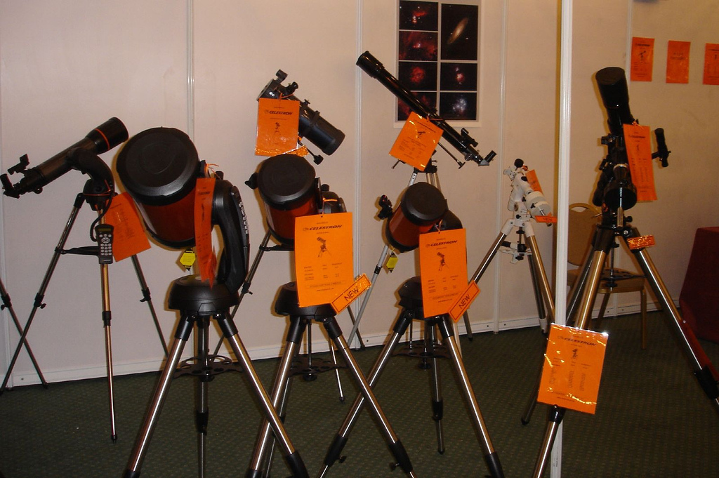 If binoculars aren't helping you see enough of the cosmos, it might be time to invest in your first telescope — but how can you pick the best one for you out of the hundreds of different brands and models on the market? (Image: Steve Elliott via flickr CC BY-SA 2.0)