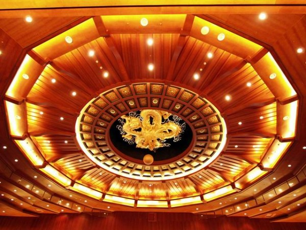 The magnificent golden dragon ceiling of the Grand Ballroom. (Image: Courtesy of Tang Qianzhen)