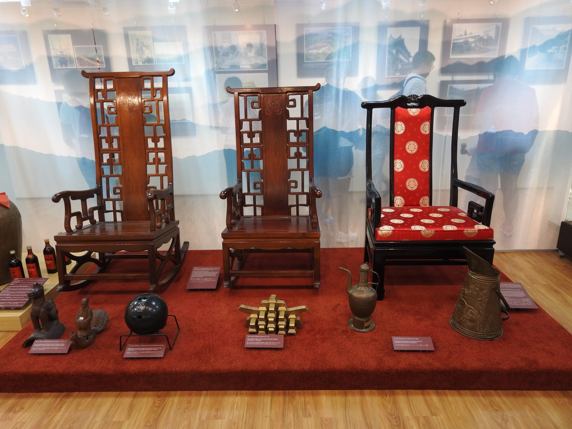 """The """"Important VIP Chairs"""" especially designed for visiting King Tupou IV of the Kingdom of Tonga are displayed at the Grand Hotel Museum. (Image: Billy Shyu/ Vision Times)"""