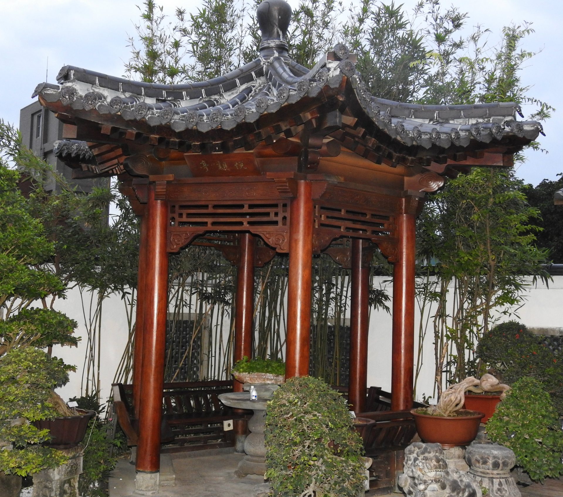 A Chinese traditional pavilion at Amy Liang Bonsai Museum in Taipei, Taiwan (Image: Billy Shyu/ Vision Times)