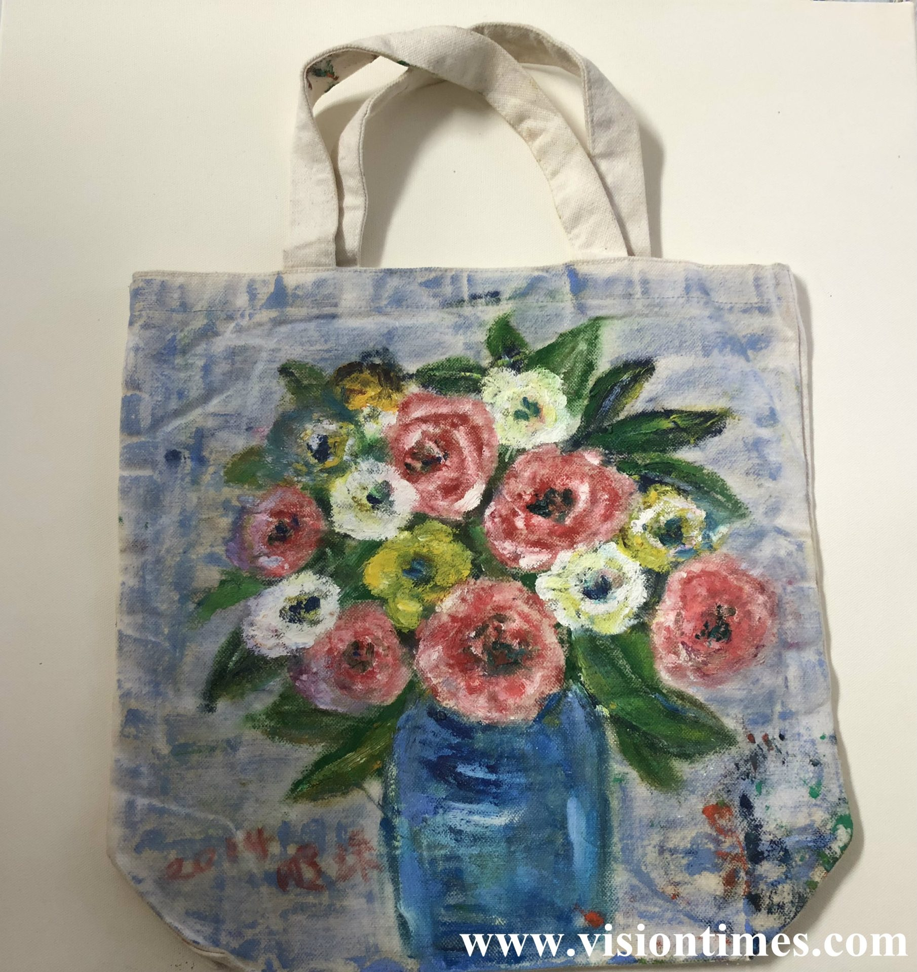 One of Wang Chen Min-chu's paintings on used bags. (Image: Billy Shyu/Vision Times)