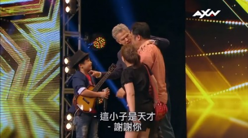 Eventually, Feng E became a talented ukulele performer with the ability to deliver a standing ovation at a national televised talent show. (Image: YouTube/Screenshot)