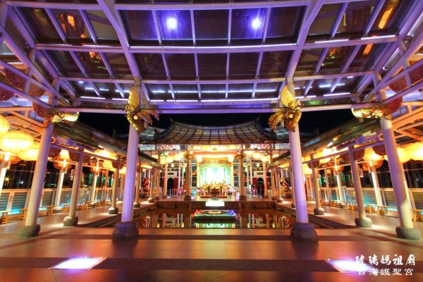 The magnificent Hu Sheng Glass Temple in Changhua Coastal Industrial Park (Image: Taiwan Glass Gallery)