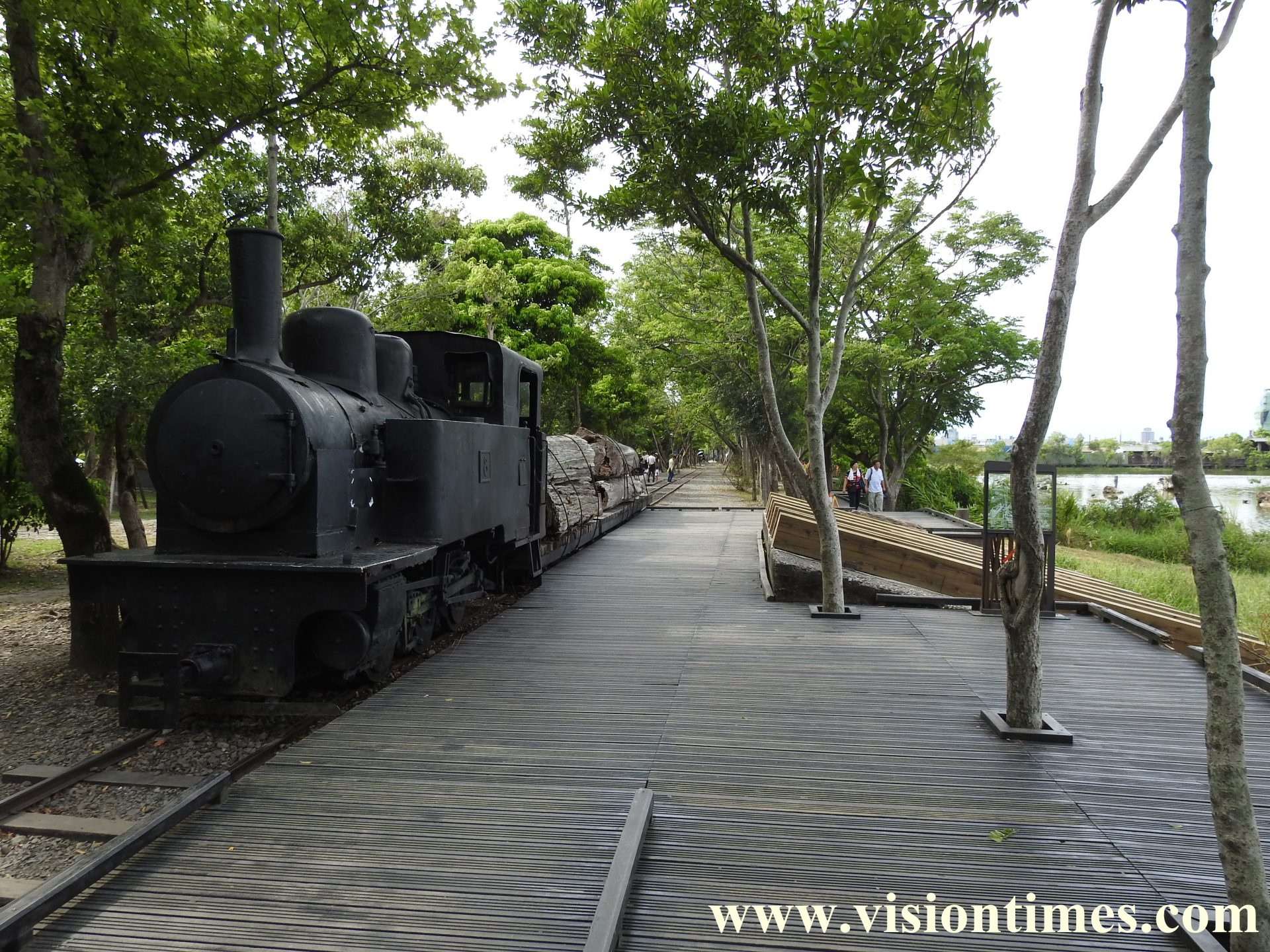 The wooden ramp was used to roll logs from the train into the storage pool in the past.(Image: Billy Shyu / Vision Times)