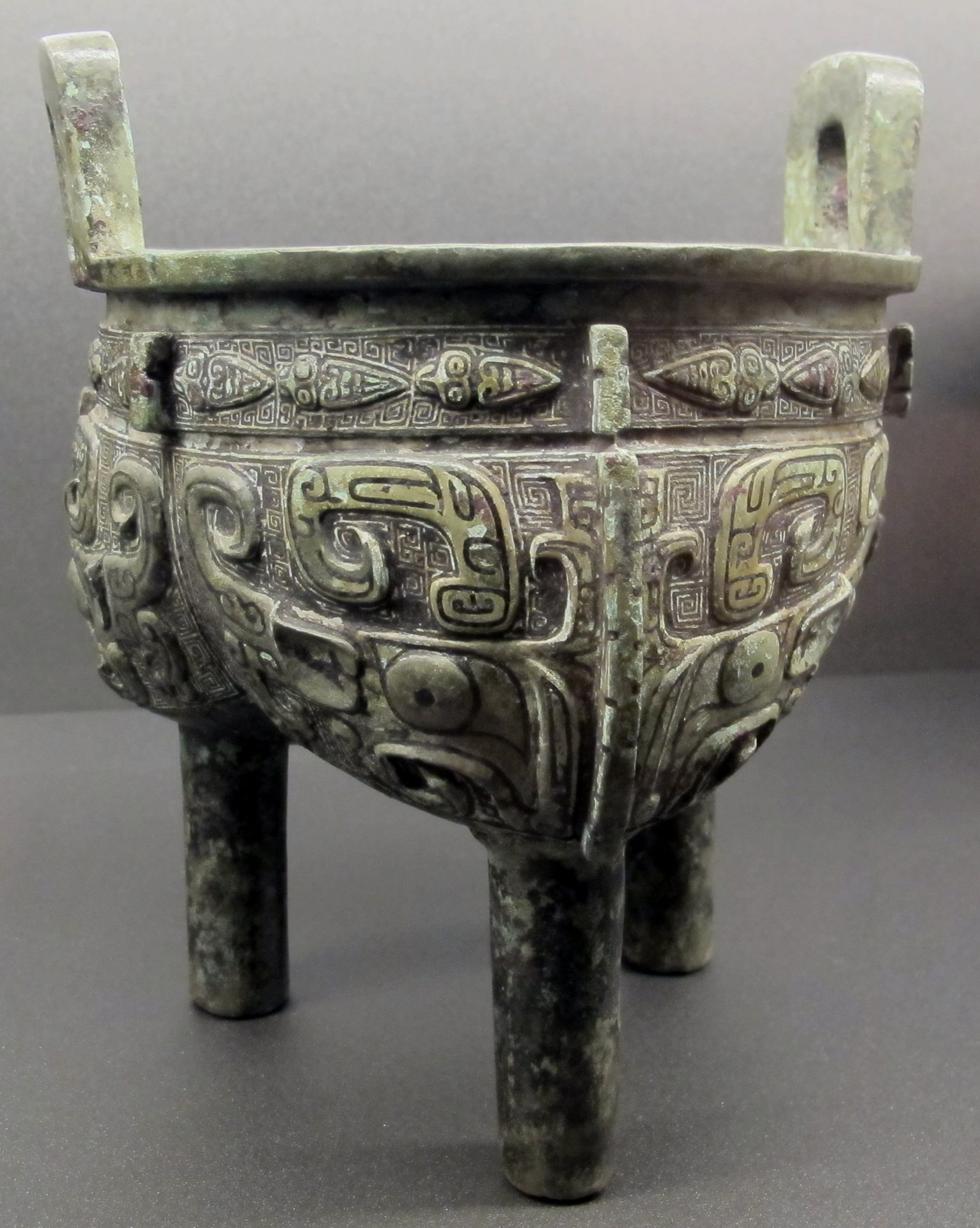 A Shang dynasty bronze ding vessel. (Image: Sailko via wikimedia CC BY-SA 3.0)