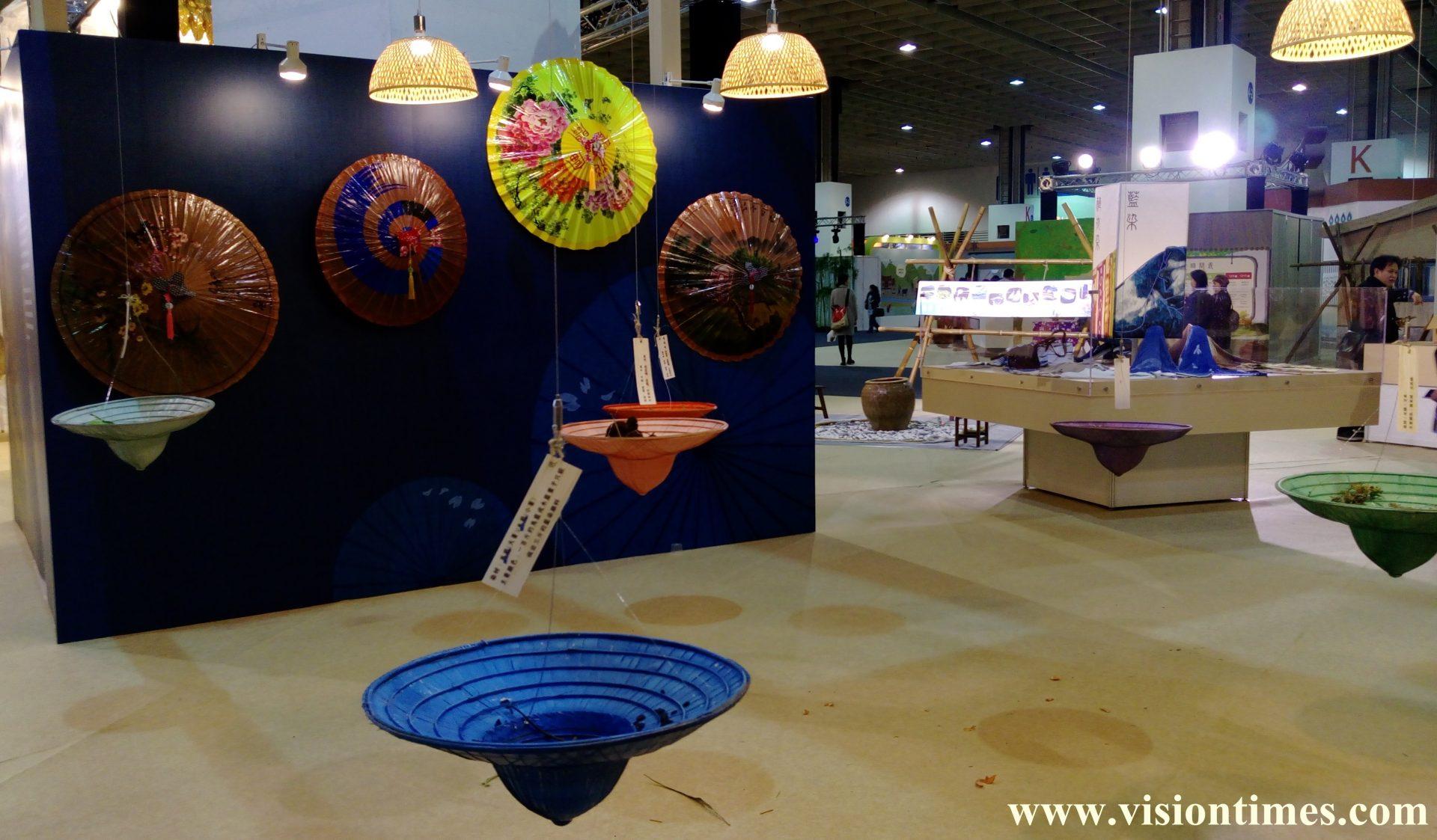 The traditional Hakka oil-paper umbrellas exhibited at the 2017 Hakka Expo in Taipei (Image: Julia Fu / Vision Times)