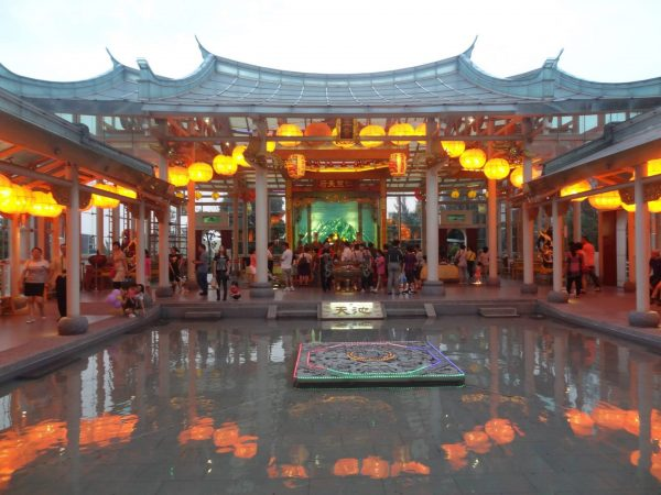 The first glass temple in the world, the Hu Sheng Glass Temple in Taiwan (Image: Wikimedia Commons )