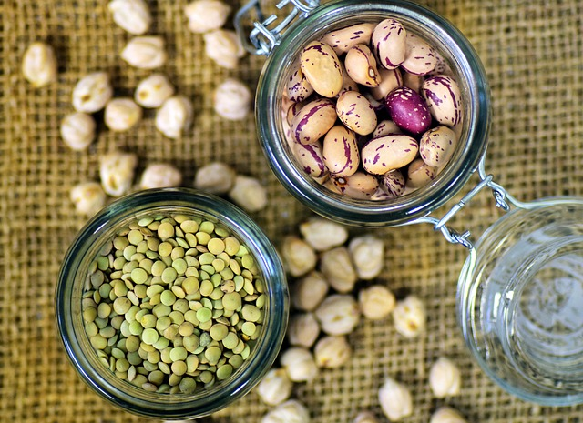 The fiber in legumes and beans can help control blood lipids (Image: via pixabay / CC0 1.0)