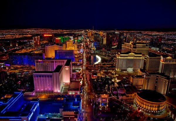 In a shooting incident that left 59 people dead in October at an open-air music festival in Las Vegas, 53-year-old Mike McGarry used his own body as a shield to protect several young people. (Image: pixabay / CC0 1.0)
