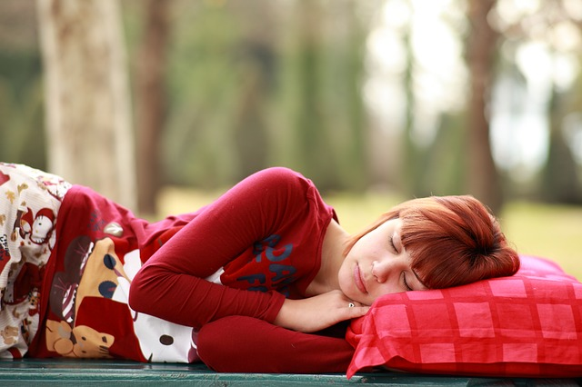 Try sleeping on your side if you snore (Image: via pixabay / CC0 1.0)
