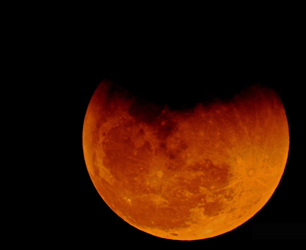 Eclipse and Super blue blood moon 31.01.2018, as seen from Kuwait. (Photo Credit: By Irvin calicut (Own work) [CC BY-SA 4.0], via Wikimedia Commons)