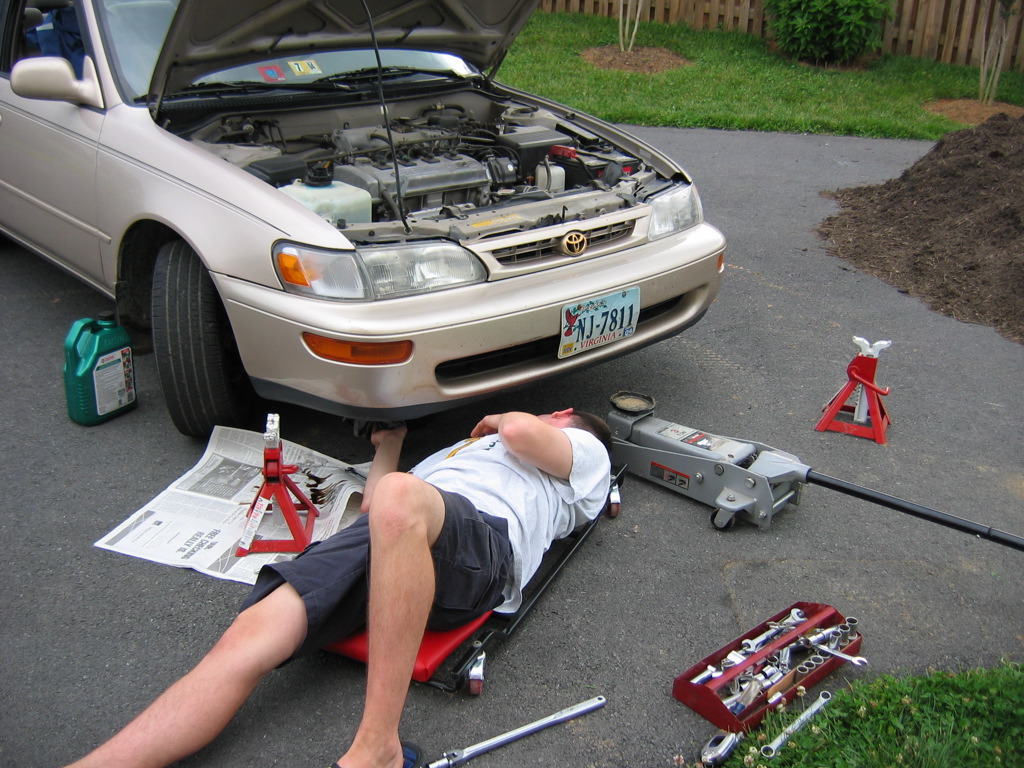 Replacing the oil is the most frequent auto maintenance job that can save you money. (Image: Christopher Bowns via flickr CC BY-SA 2.0)
