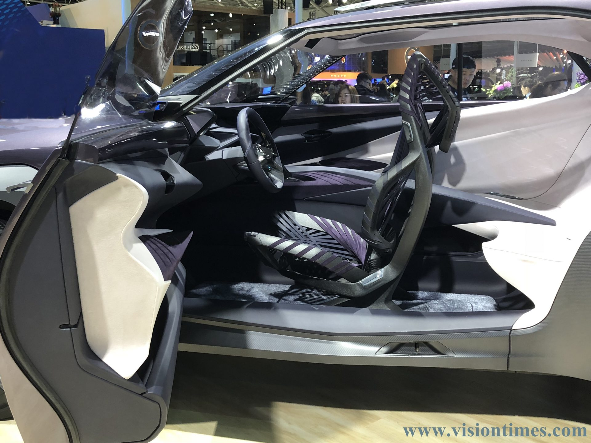 the interior of a Lexus UX Concept vehicle at the 2018 Taipei International Auto Show. (Image: Billy Shyu)