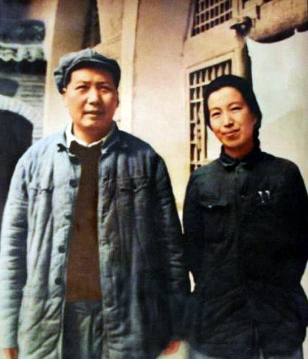 """Mao with his fourth wife, Jiang Qing, called """"Madame Mao"""", 1946. (Image: wikimedia / CC0 1.0)"""