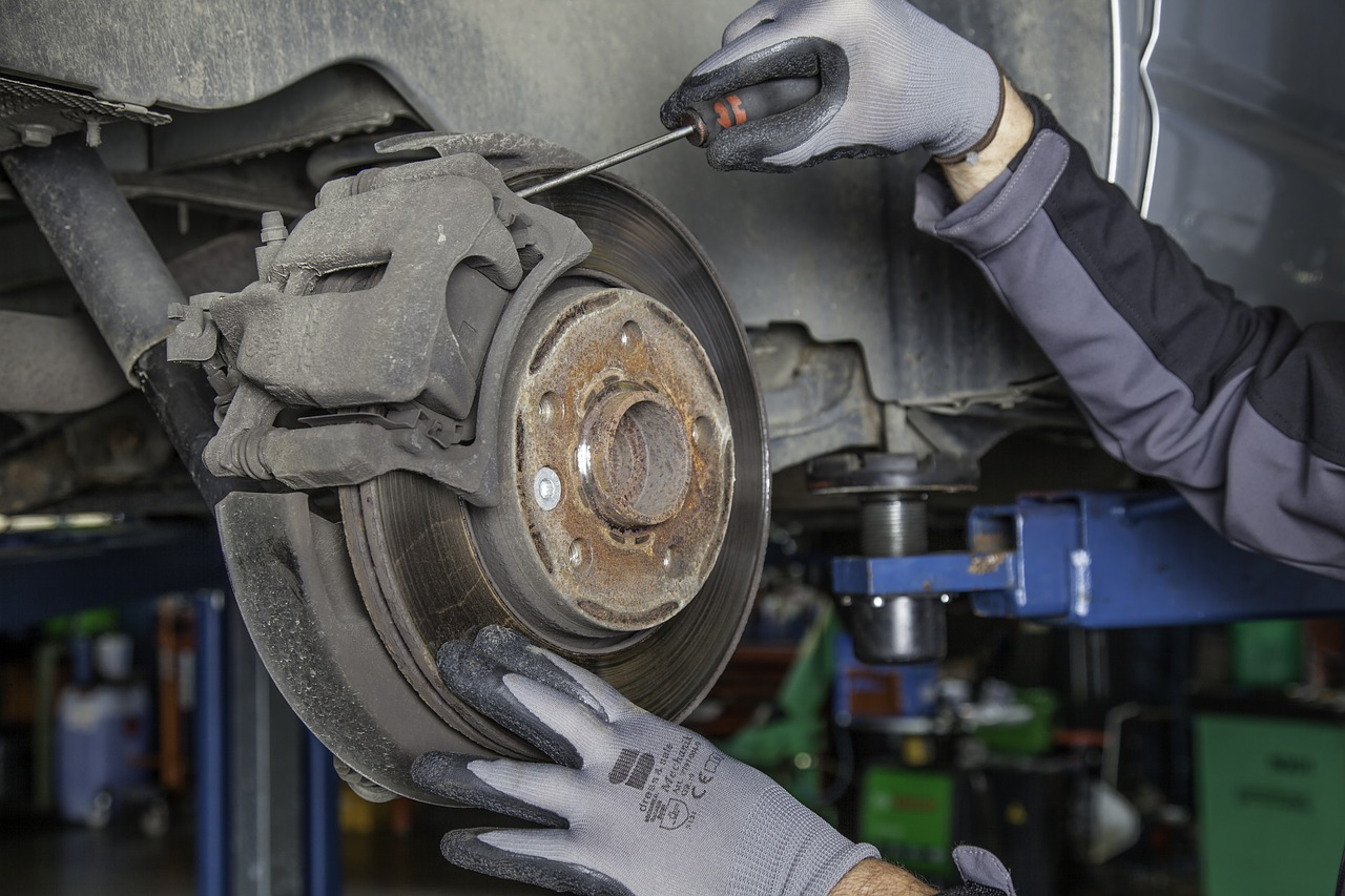 Intricate jobs such as replacing disk pads and drum brake shoes may require a mechanic but are totally doable merely by watching a video on YouTube or referring to a repair manual. (Image: pixabay / CC0 1.0)