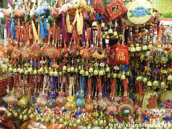 Jianguo Holiday Flower Market also sells various items for Lunar New Year decorations. (Image: Billy Shyu / Vision Times)